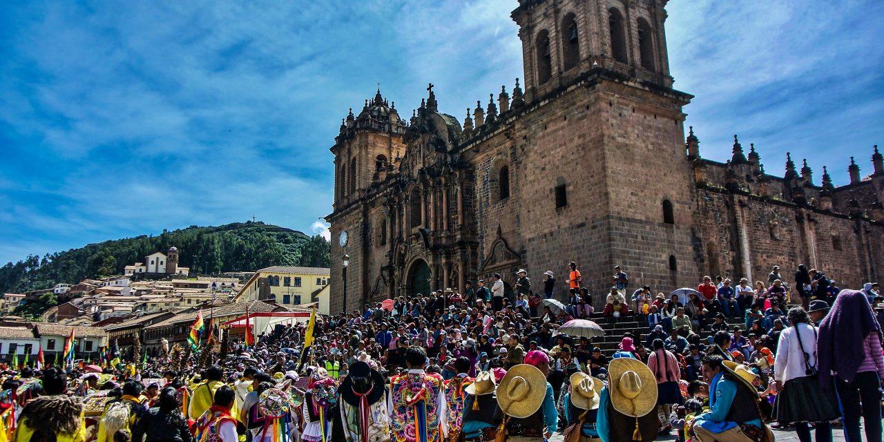 Peregrinos en la Plaza de Armas del Cusco